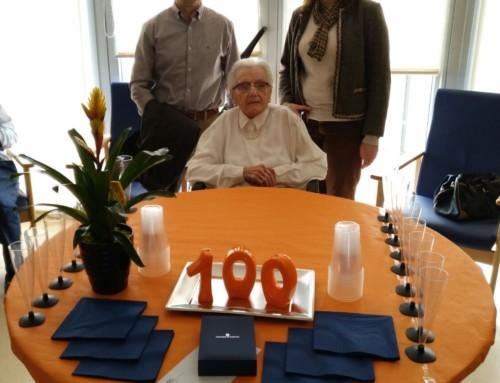 Homenatge a una àvia centenària a la Residència d'avis de Móra la Nova
